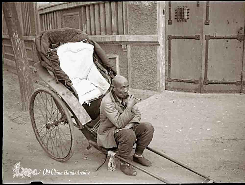 Rickshaw puller, smoking