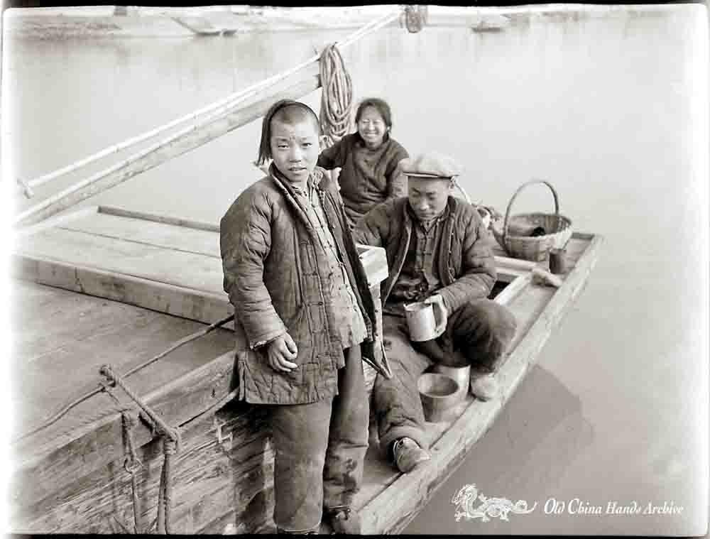 Family in sampan