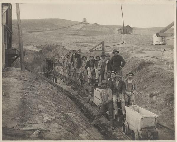 Los Angeles – Owens River Aqueduct construction crew, ca. 1902-1911.