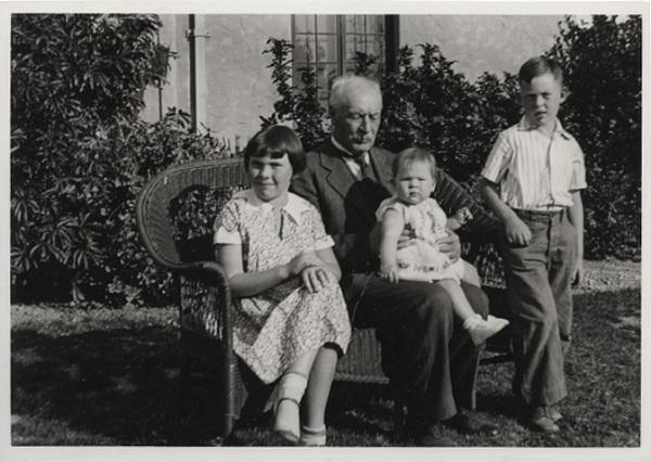 William Mulholland and his grandchildren.