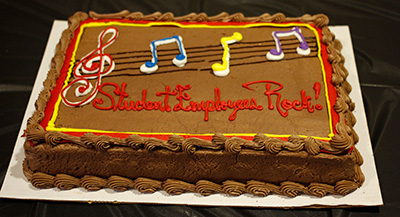 Cake that has 'Student Employees Rock' written on it